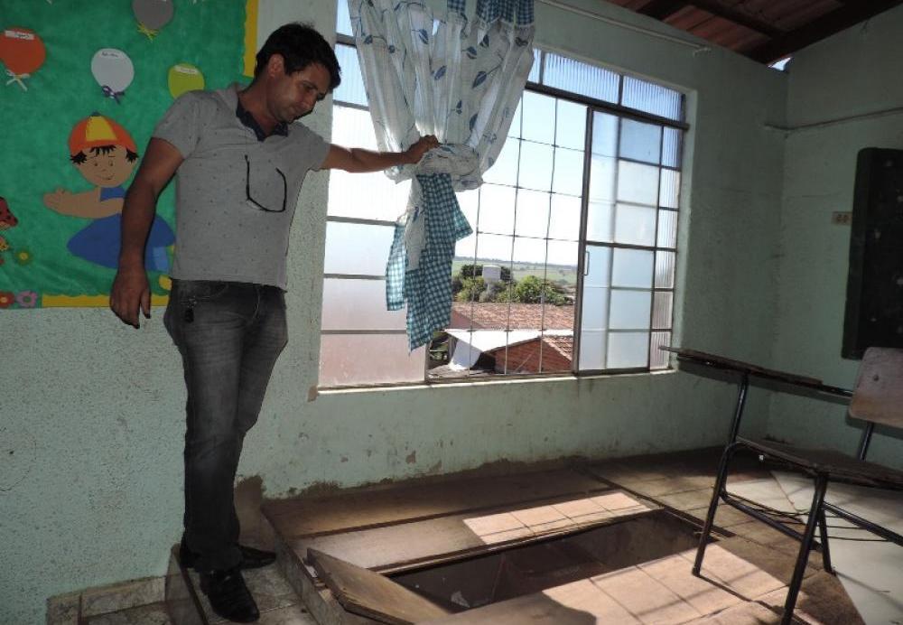 O Vereador Paulinho Imila realiza visita nas escolas municipais de Itapuranga