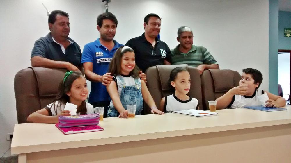 Alunos da Escola Monteiro Lobato realiza visita na Câmara Municipal
