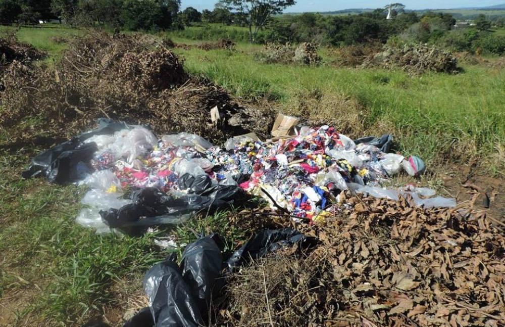 Vereadores visita lixão a céu aberto próximo ao setor Vila Odete